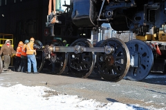 d33997ps-drivers-rolling-under-cylinders-of-261-at-msp-jct-mn-shop-12-9-11