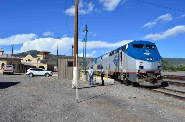 d37275-amtrak-201-and-196-on-w-b-sts-train-at-raton-nm-9-17-13